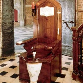 """Herbeau """"Dagobert"""" Toilet Throne – for your Majesty!"""