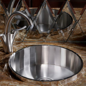 New Kohler Brinx Entertainment Sink – faceted steel with mirrored finish