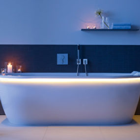 LED Lighted Whirltub 'Darling New' by Duravit – urban modern