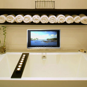 Wireless Waterproof TV from Luxurite – a Mirror TV as well
