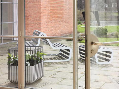 modern-deck-bench-sun-deck-flora-michael-koenig-5.jpg