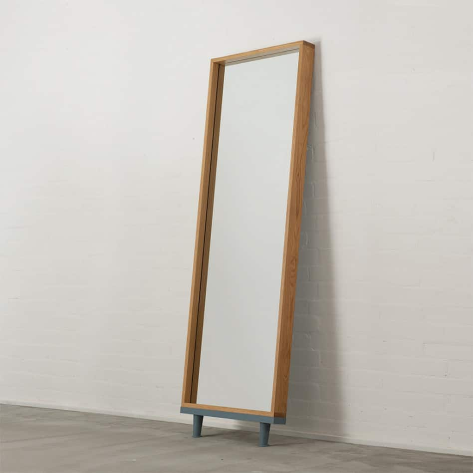 Modern floor standing mirrors on legs in oak for Mirror o mirror