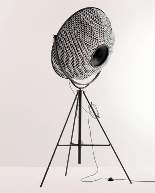 modern-tripod-floor-lamp-fortuny-giudecca-805-pallucco-5.jpg