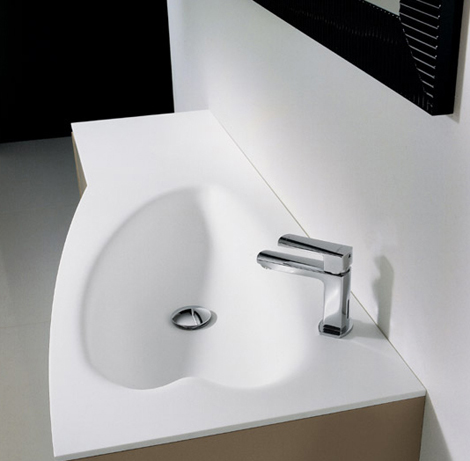 Novello vanity Max with heart-shaped sink