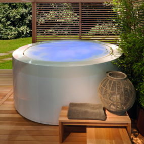 Outdoor Soaking Tub: Minipool by Zucchetti.Kos