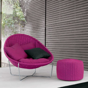 Indoor Woven Chair Nido from Paola Lenti – beautiful design in vivid purple