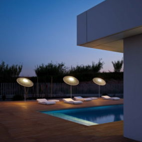 Parasol Lamp Illuminates the Outdoors: Wind by Vibia