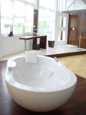 psc-nevobad-vis-a-vis-bathtub.jpg