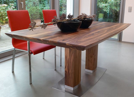 Rodam Modus table with no extensions