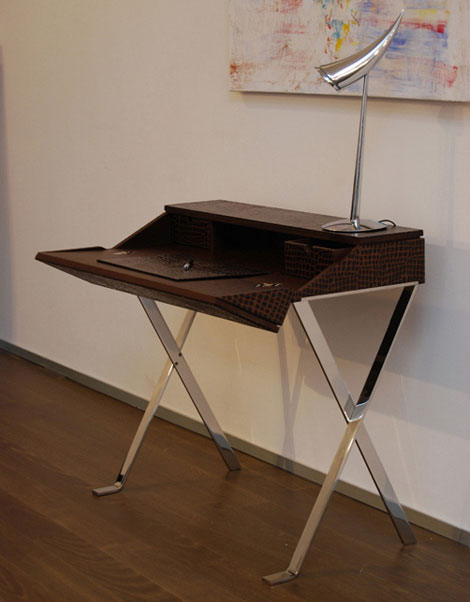 Small writing desks for spaces modern