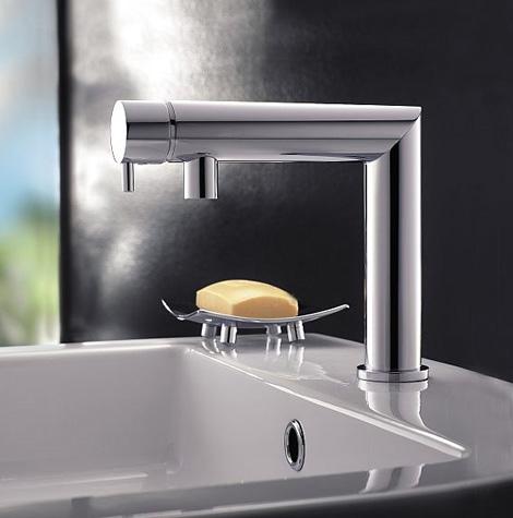 signorini rubinetterie zeus lavatory faucet 90 degree angled Bathroom Faucet by Signorini Rubinetterie: new modern Zeus