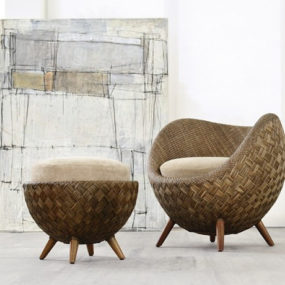 Small Comfortable Rattan Chair by Kenneth Cobonpue: La luna