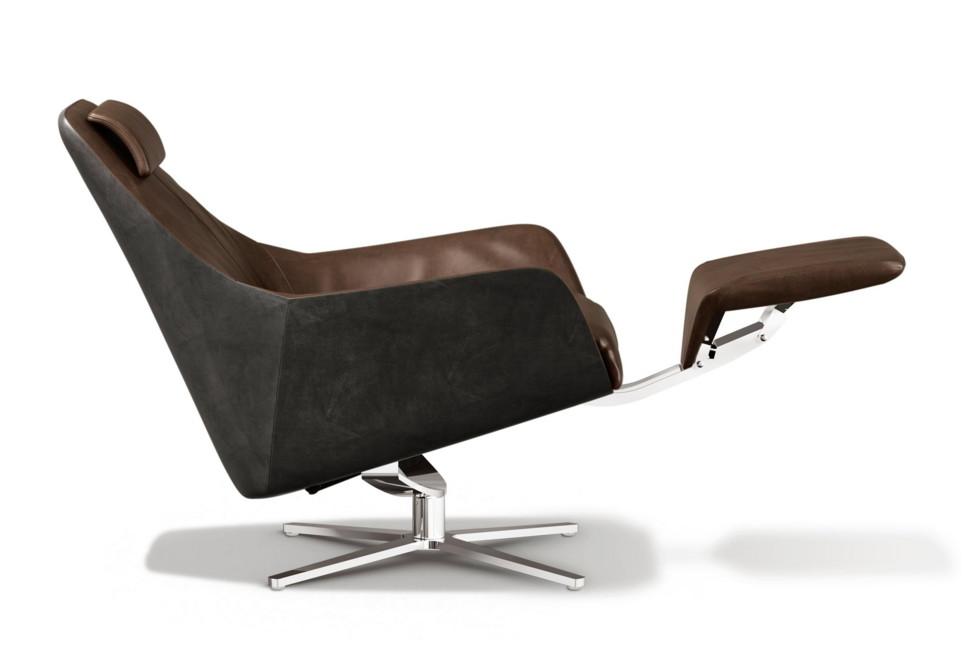 Smooth retro-style armchair from de Sede