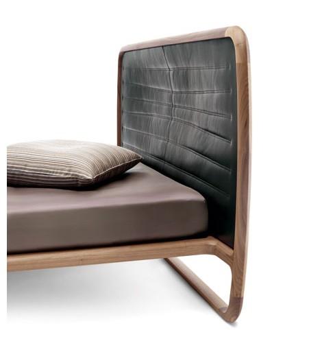 solid-walnut-bed-ceccotti-collezioni.jpg