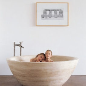 Stone soaking tub from Stone Forest – the Travertino round tub