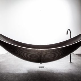 Suspended Bathtub by Splinter Works Floats on Air