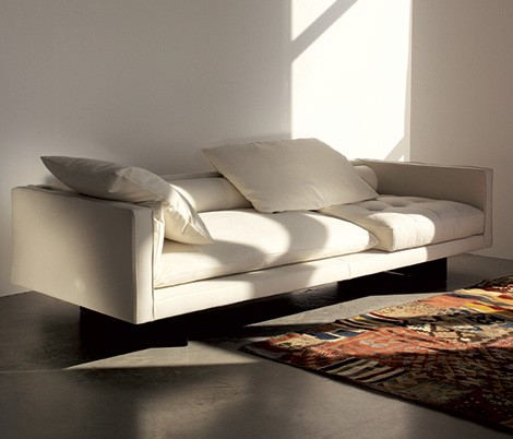 Swan Plaza sofa in White leather