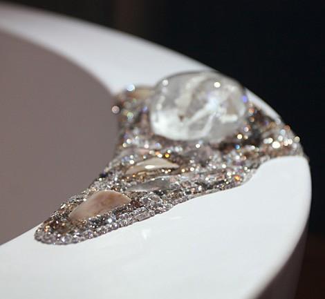 Swarovski bathtub - crystal cluster