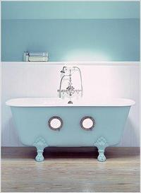 Porthole Tub from The Water Monopoly – timeless luxury