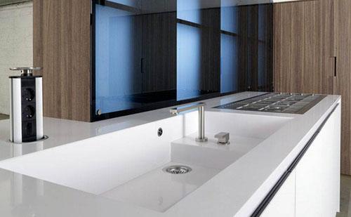 understated kitchen key glas1 alessio bassan 3