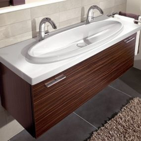 Two Person Sink – new sexy washbasin Loop by Villeroy & Boch makes you share one drain