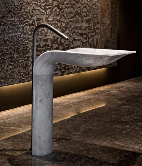 white-carrara-marble-pedestal-sink-ciuri-lithea-2.jpg