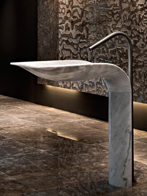 white-carrara-marble-pedestal-sink-ciuri-lithea-3.jpg