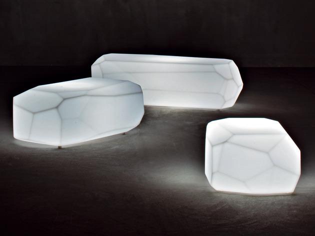 translucent-polyethylene-seats-meteor-serralunga-4.jpg