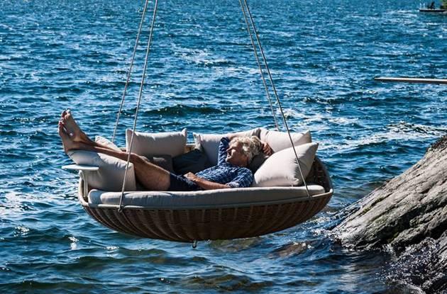 swingrest-hanging-lounger-from-dedon-5.jpg