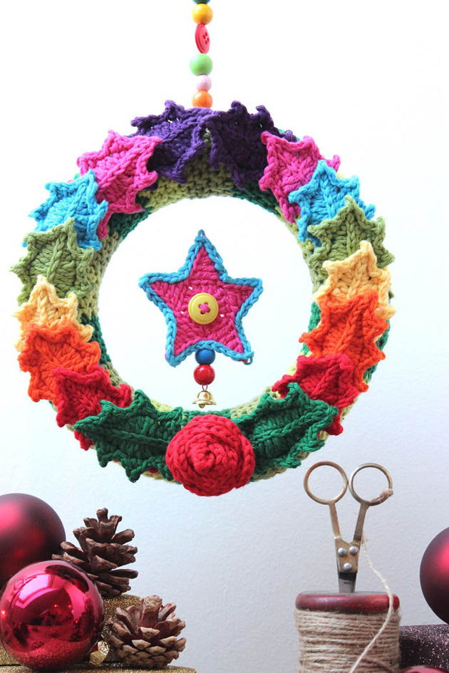 crocheted christmas tree ornaments 2 wreath thumb 630x945 23301 Crocheted Christmas Tree Ornaments