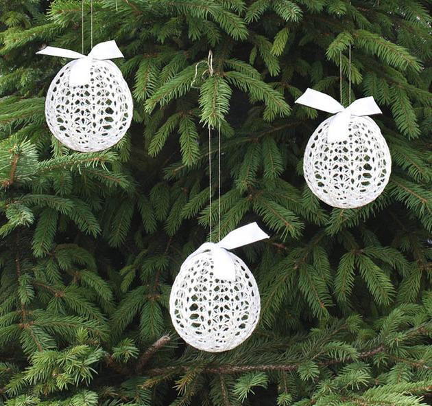 crocheted-christmas-tree-ornaments-6-bobbles.jpg