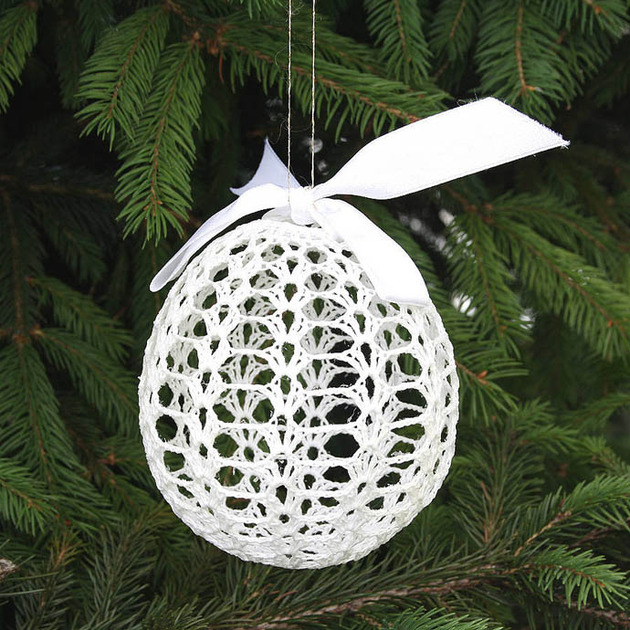 crocheted-christmas-tree-ornaments-7-bobble.jpg