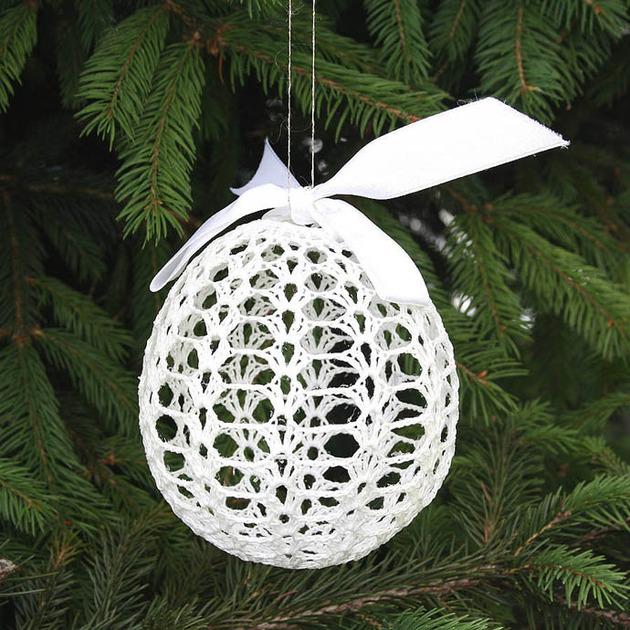 crocheted-christmas-tree-ornaments-7-bobble.jpg