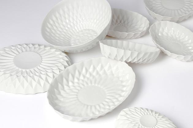 elegant white porcelain bowls for your tabletop 2 thumb 630x420 27121 Elegant White Porcelain Bowls for Your Tabletop