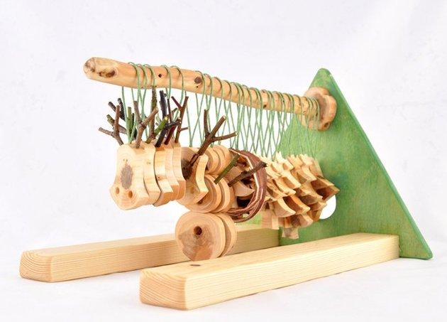 wooden-christmas-decorations-made-from-juniper-tree-13.jpg