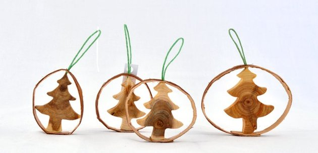 wooden-christmas-decorations-made-from-juniper-tree-3.jpg