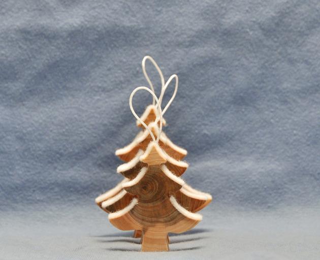 wooden-christmas-decorations-made-from-juniper-tree-5.jpg