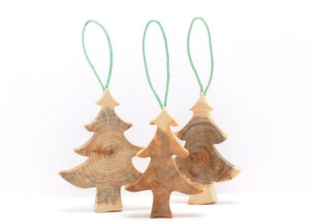 wooden-christmas-decorations-made-from-juniper-tree-8.jpg