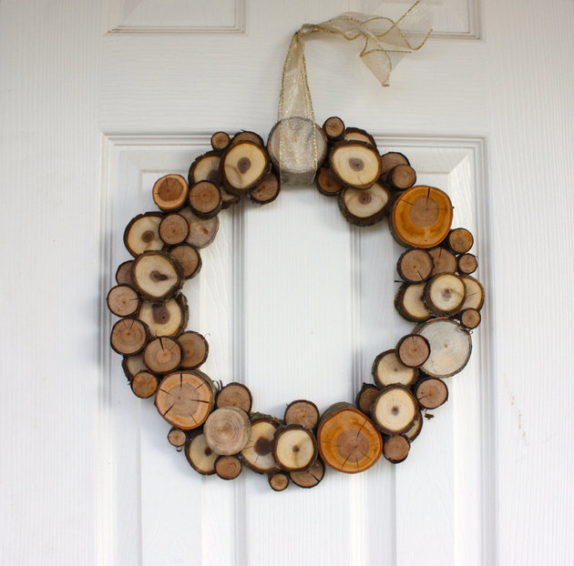 woodland christmas natural wood slice wreath 1 thumb 630x622 27906 Woodland Christmas Natural Wood Slice Wreath