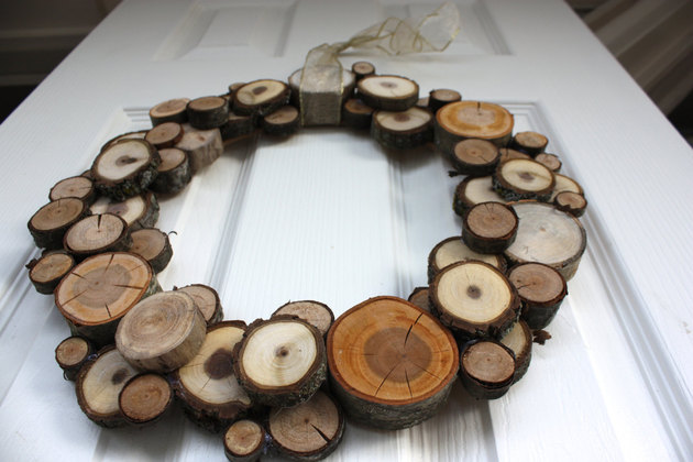 woodland-christmas-natural-wood-slice-wreath-3.jpg