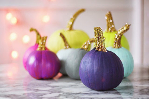 DIY blue pumpkin decorating ideas 1 thumb 630xauto 46362 12 Modern Ways to Decorate a Pumpkin without Carving