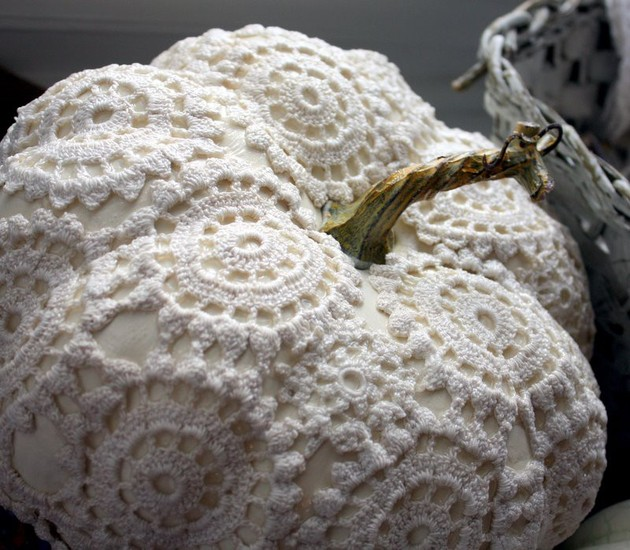 DIY-pumpkin-decorating-ideas-6-doily.jpg