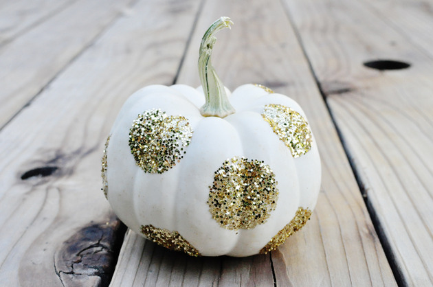 DIY-pumpkin-decorating-ideas-9-glitter.jpg