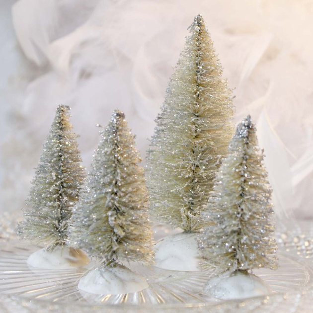 21-table-size-christmas-trees-to-set-the-holiday-mood-14.jpg