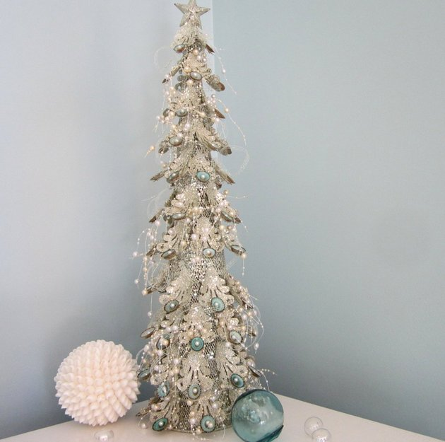 21-table-size-christmas-trees-to-set-the-holiday-mood-17.jpg
