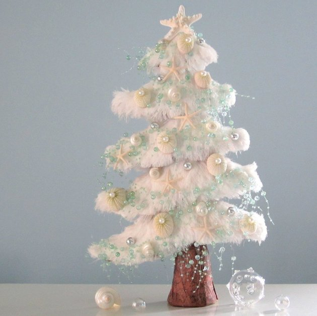 21-table-size-christmas-trees-to-set-the-holiday-mood-18.jpg