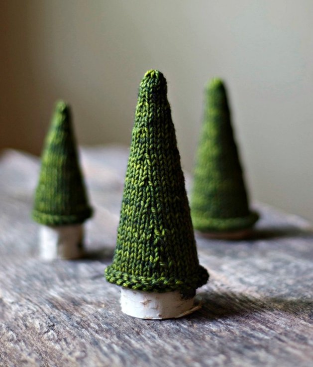 21-table-size-christmas-trees-to-set-the-holiday-mood-2.jpg