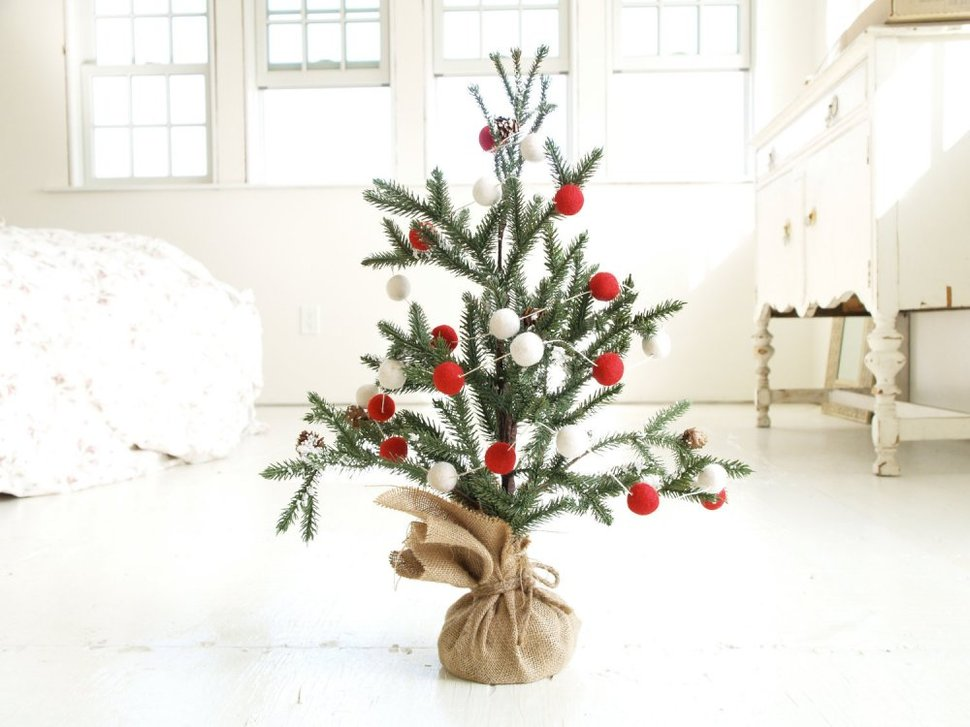 21 Table Size Christmas Trees To Set The Holiday Mood