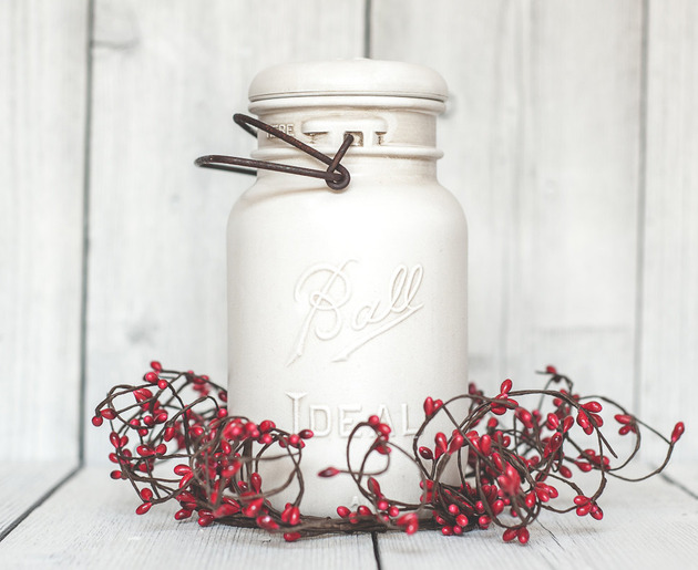 country-christmas-vintage-table-centerpiece-mason-jar-red-and-white.jpg