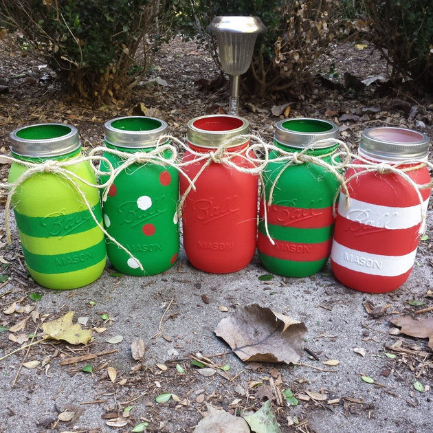 red-green-handpainted-christmas-mason-jars.jpg